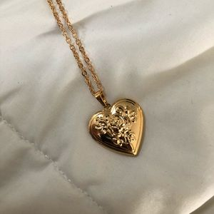 Jewelry - Gold Heart Locket Necklace